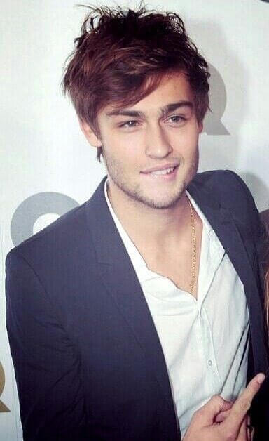 Douglas Booth as Oliver